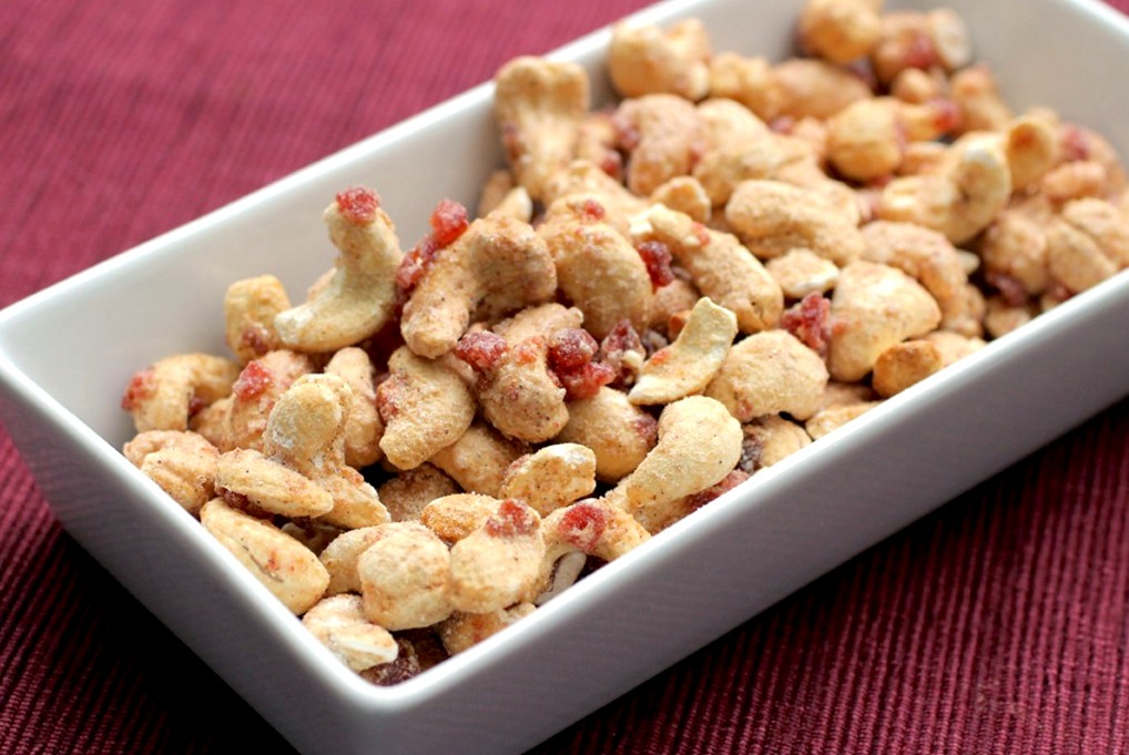 Sahale Snacks Glazed Nuts Cashews with Pomegranate + Vanilla